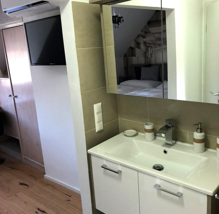 ER-Queen-Bed-ohne-balkon-bad