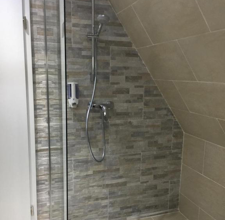 ER-Queen-Bed-ohne-balkon-dusche